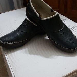 NWOT women's Jambu shoes